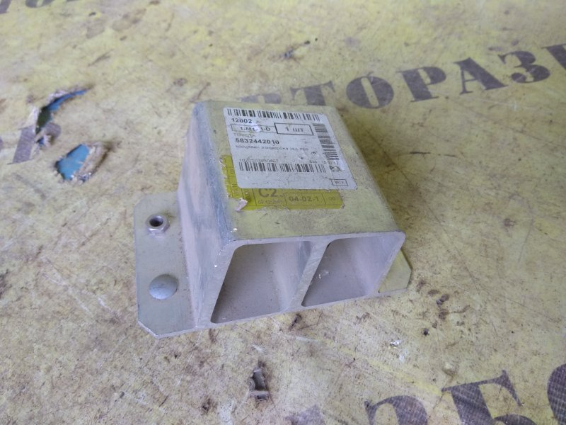 Кронштейн усилителя бампера передний правый Toyota Rav4 30 2006-2013