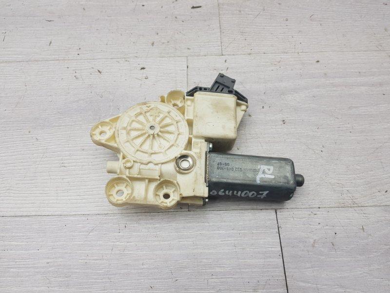 Моторчик задний левый Toyota Avensis T250 1ZZ 2006 (б/у)