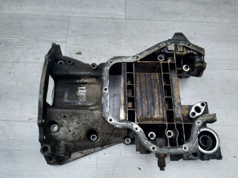 Поддон масляный Toyota Rav4 XA20 1AZFE 2002 (б/у)