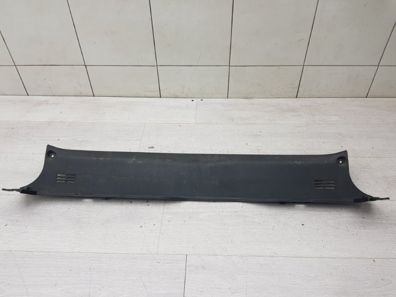 Накладка задней панели Hyundai Genesis 1 BH G6DA 2008 (б/у)