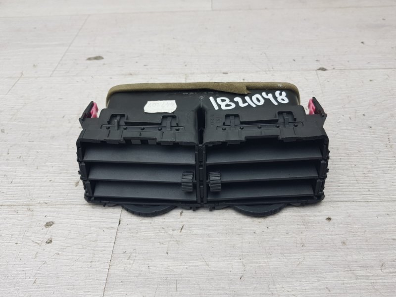 Дефлектор центральный Toyota Yaris NSP90 1NR-FE 2010 (б/у)
