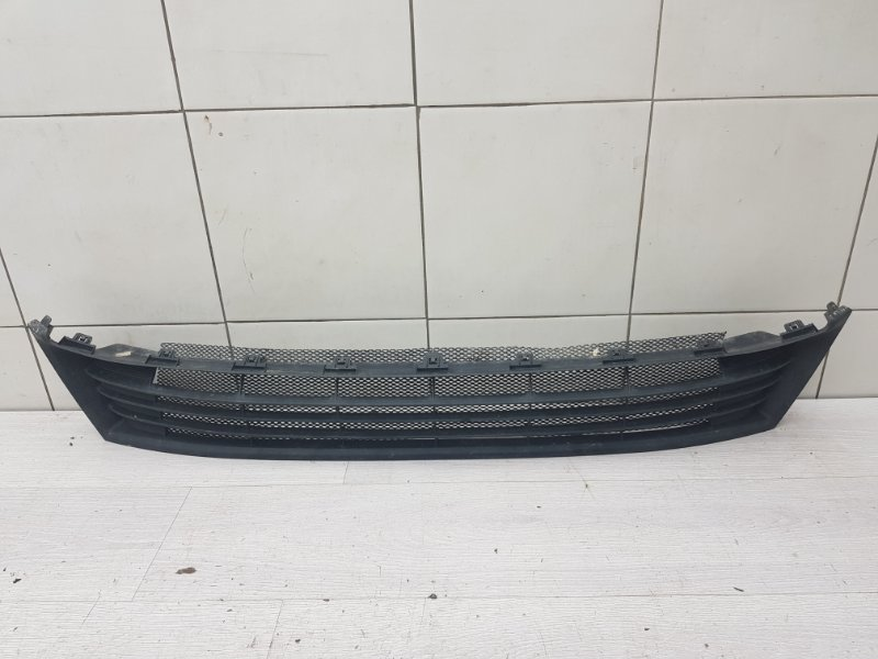 Решетка бампера нижняя Toyota Corolla E180 1ZR-FE 2014 (б/у)