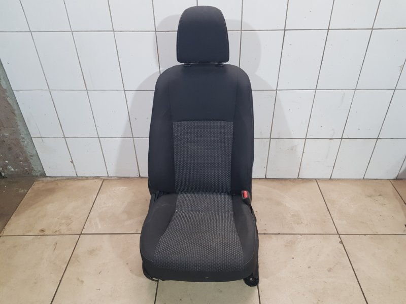 Сиденье правое переднее Toyota Corolla E180 1ZR-FE 2014 (б/у)