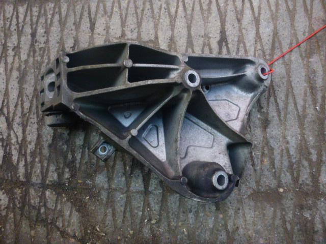 Кронштейн подушки двс Bmw X5 E70 2007 левый (б/у)