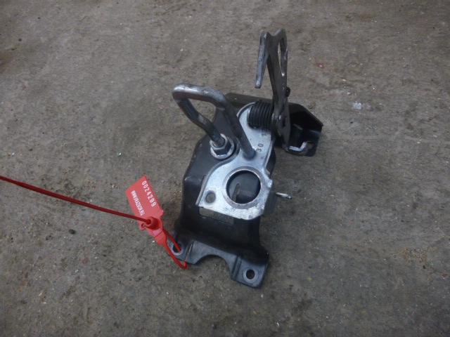 Крюк капота Bmw X5 F15 2013 левый (б/у)