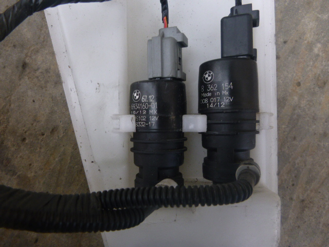 Моторчик бачка омывателя Bmw X3 F25 2010 (б/у)
