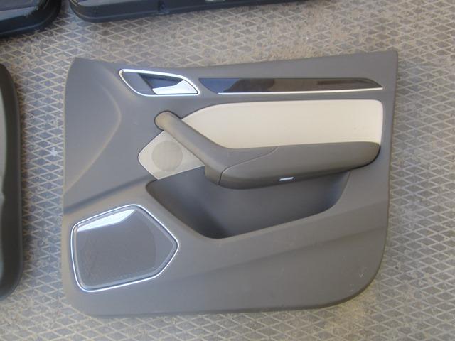 Обшивка двери Audi Q3 8U 2012 передняя правая (б/у)