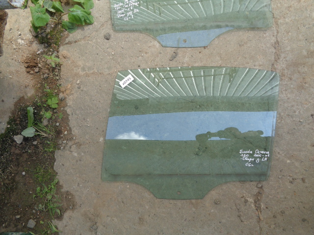 Стекло двери Skoda Octavia 1Z 2004 заднее левое (б/у)