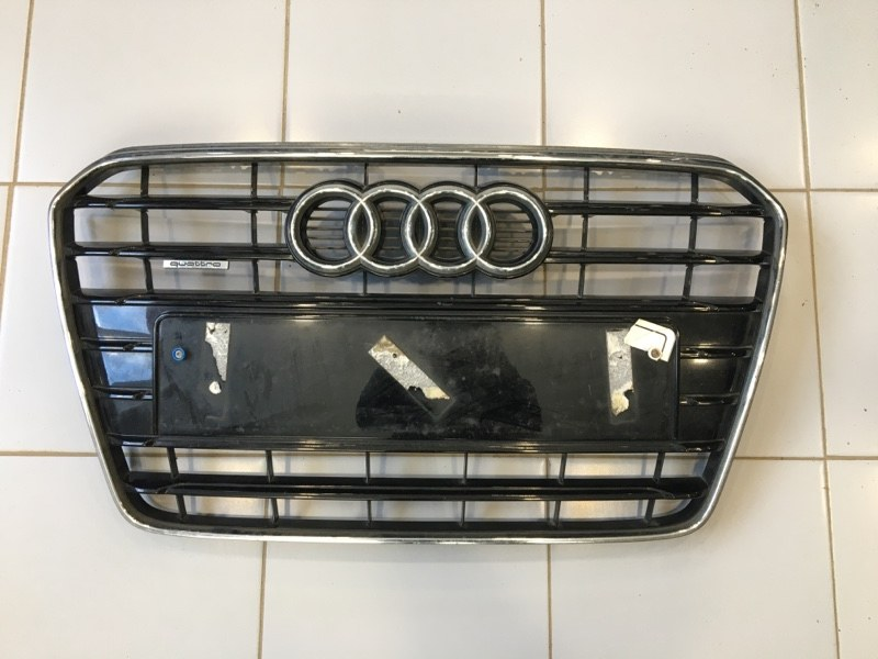 Решетка радиатора Audi A5 8T (б/у)