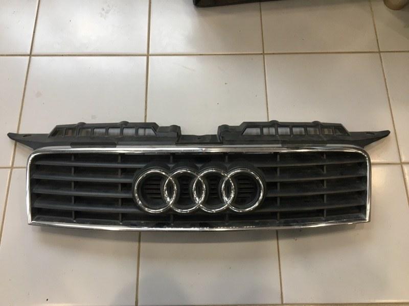 Решетка радиатора Audi A3 8P 2003 (б/у)