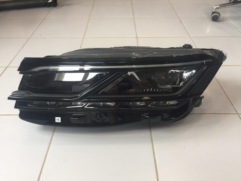 Фара Volkswagen Touareg CR7 2019 левая (б/у)