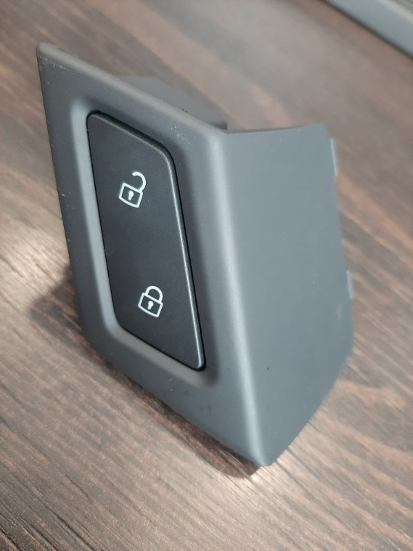 Кнопка центрального замка Volkswagen Touareg CR7 3.0 TDI DEN 2020 правая (б/у)