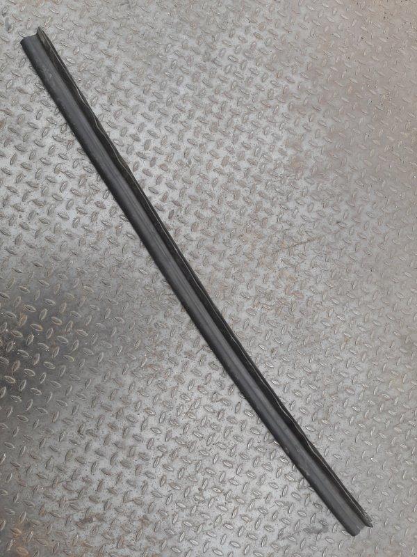 Уплотнитель капота Audi A4 8K 3.0 CAK 2008 передний (б/у)