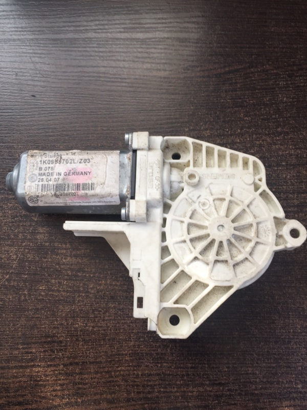 Мотор стеклоподъемника Volkswagen Golf 1K 2004 (б/у)