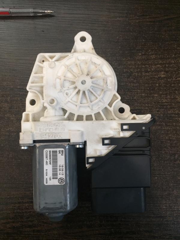 Мотор стеклоподъемника Volkswagen Tiguan 5N 2008 задний правый (б/у)