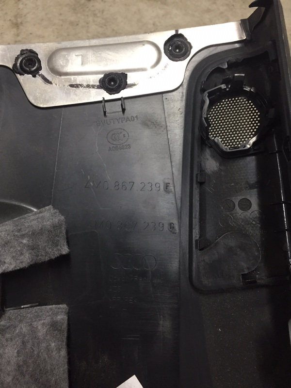 Обшивка стойки Audi Q7 4M 2016 левая нижняя (б/у)