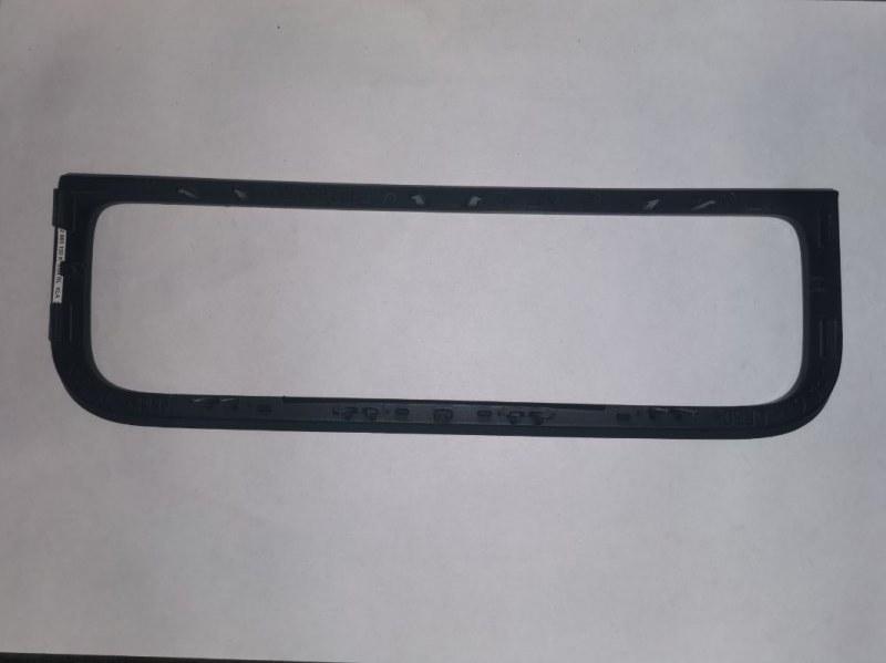 Накладка передней панели Volkswagen Touareg 7P 2010 (б/у)