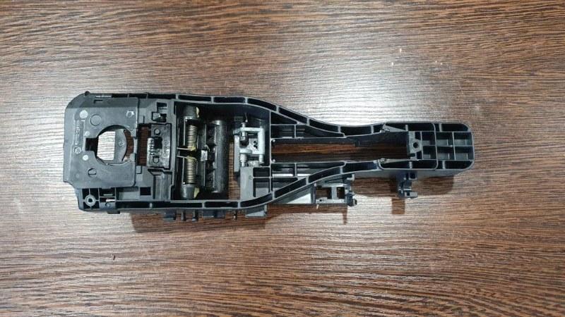 Кронштейн ручки двери Porsche Macan 95B 3.0 TDI 2014 правый (б/у)