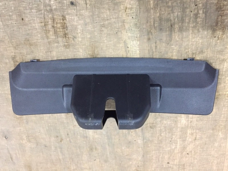 Накладка замка двери багажника Porsche Cayenne 958 3.0 TDI 2011 (б/у)