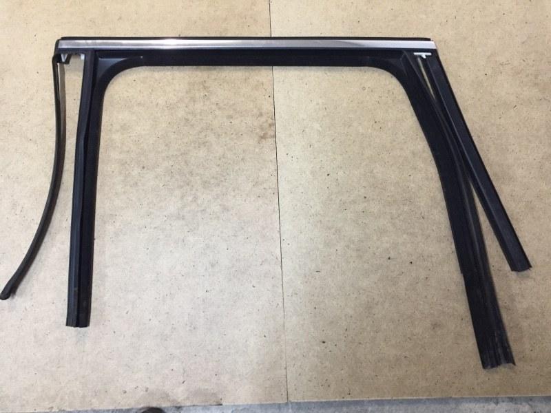 Направляющая стекла Porsche Cayenne 958 3.0 TDI 2011 задняя левая (б/у)