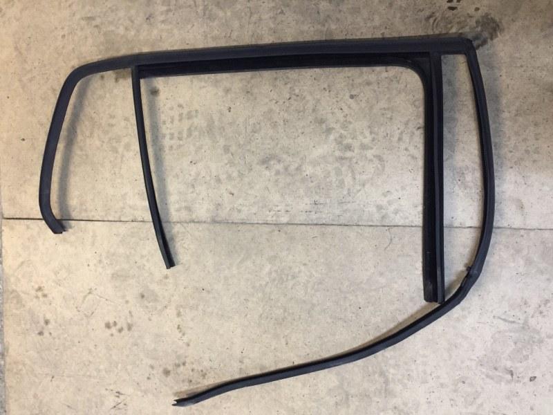 Направляющая стекла Volkswagen Golf 5G 2012 задняя правая (б/у)