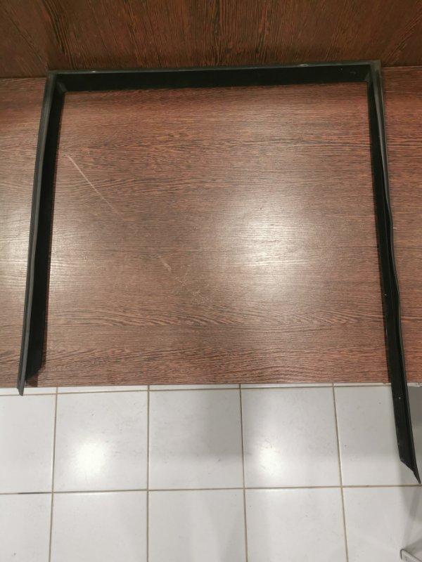 Направляющая стекла Bmw X5 E70 2006 задняя правая (б/у)