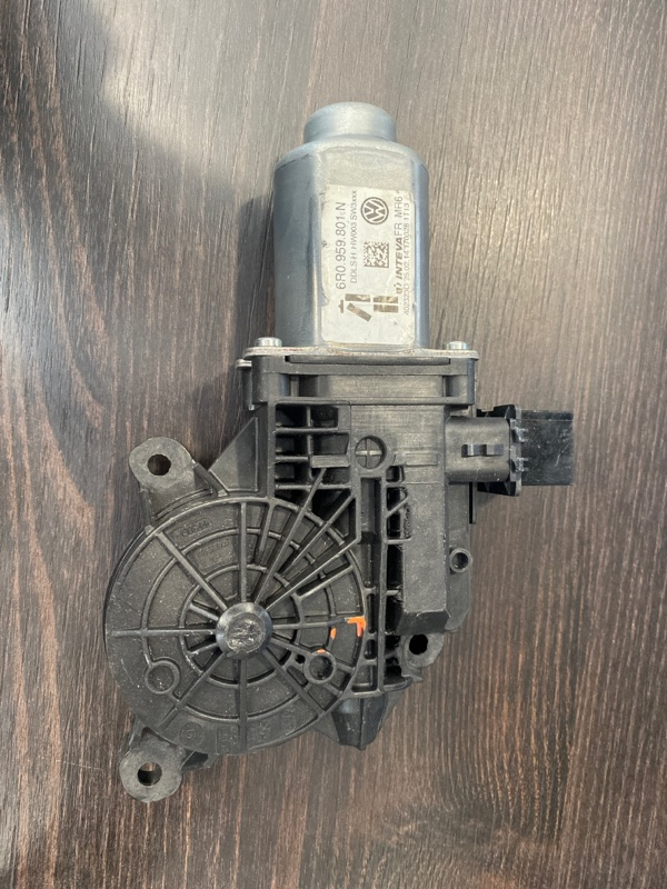 Мотор стеклоподъемника Volkswagen Amarok 2H (б/у)
