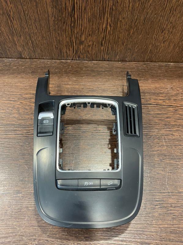 Накладка центральной консоли Audi Q5 8R 2.0 CDN 2008 (б/у)