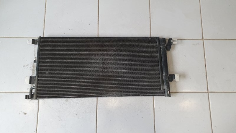 Радиатор кондиционера Audi A4 8W 2016 (б/у)