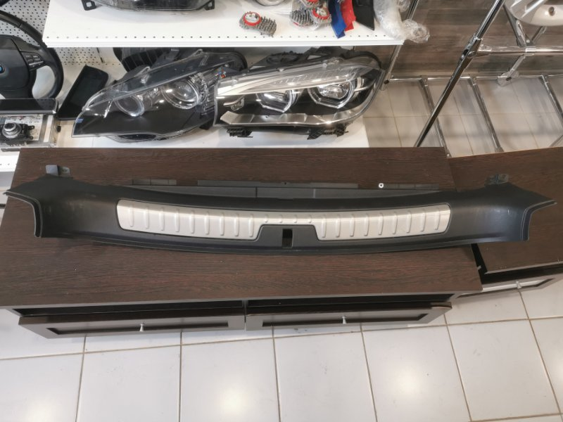 Накладка борта погрузочного пола Bmw X6 F16 2013 задняя (б/у)