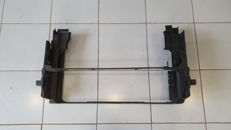 Кронштейн радиатора Bmw 5-Series F10 2009 нижний (б/у)