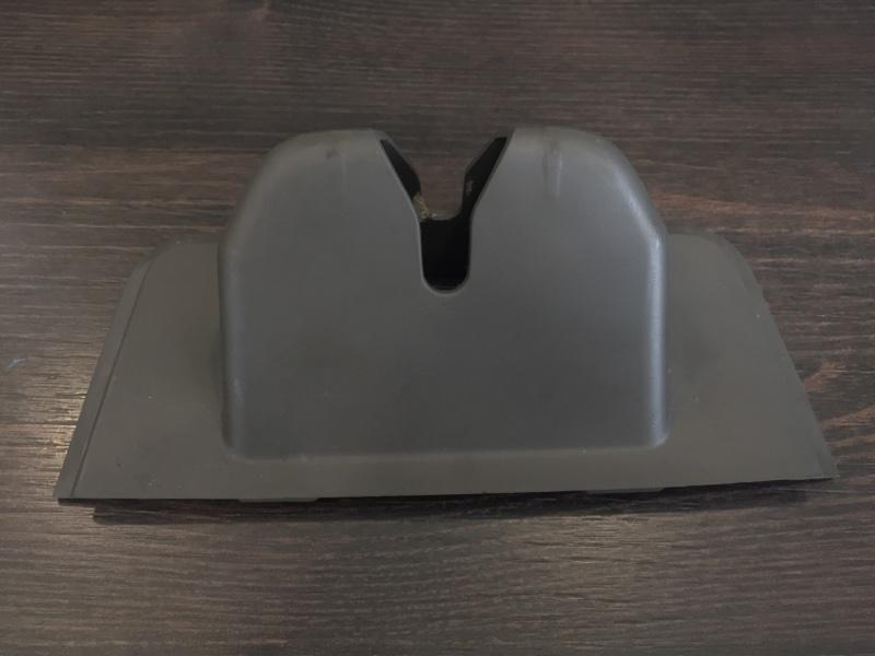 Накладка замка двери багажника Porsche Macan 95B 3.0 TDI 2014 задняя (б/у)