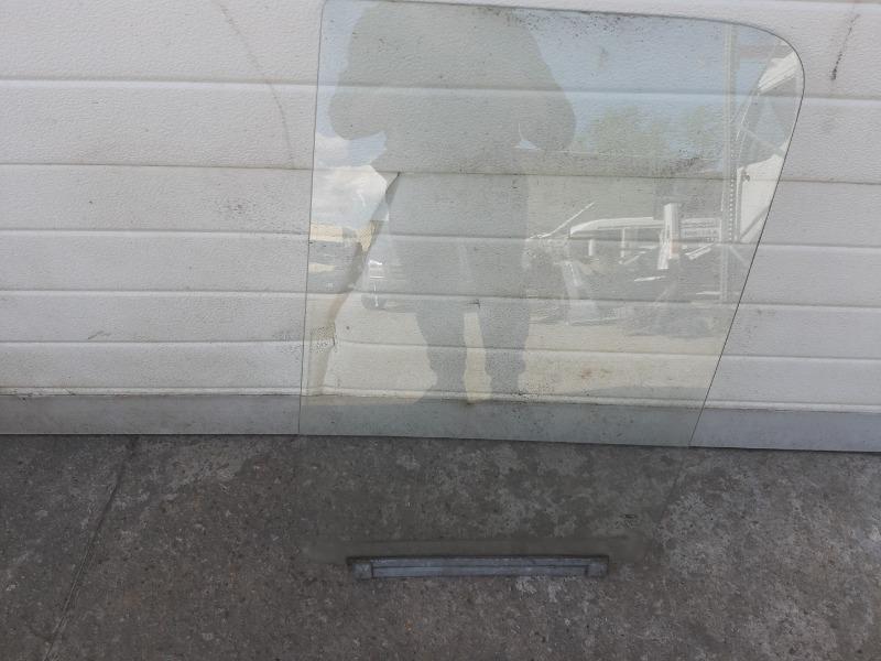 Стекло двери переднее левое (б/у)
