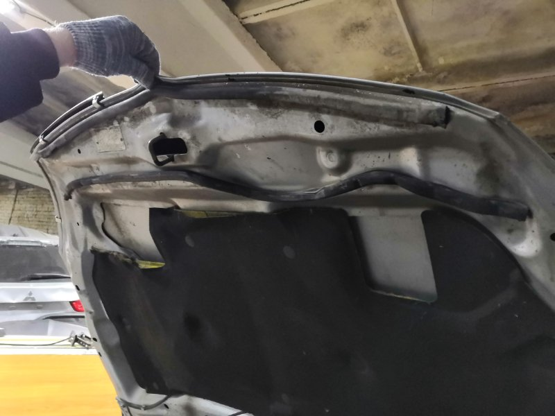 Шумоизоляция капота Mitsubishi Lancer 9 (б/у)