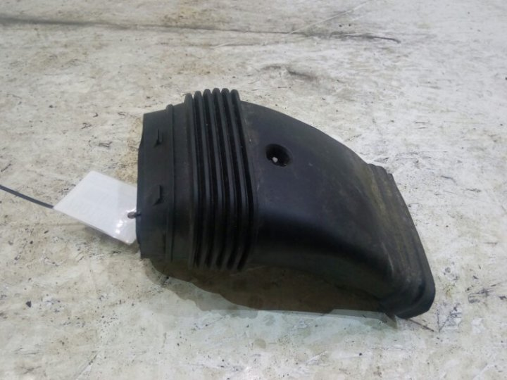 Патрубок от воздушного фильтра на переднюю панель Ford Focus 2 CB4 2.0 I 2008