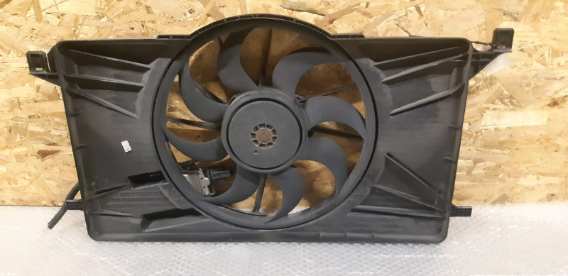 Диффузор с вентилятором Ford Focus 3 1.6 БЕНЗИН 2014