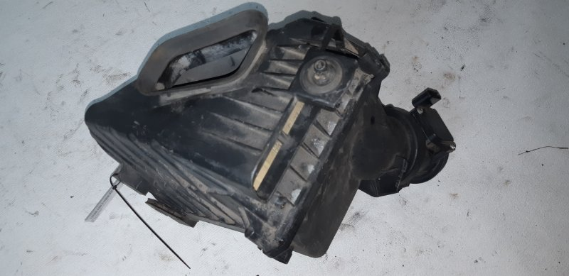 Корпус воздушного фильтра Audi A4 3.0I 2007
