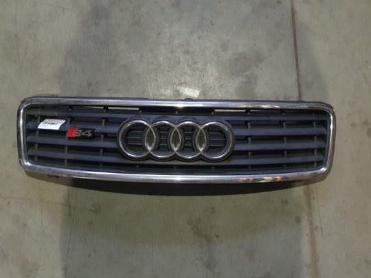 Решетка радиатора Audi A4 3.0 I 2005