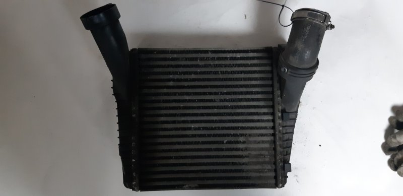 Радиатор интеркулера Audi Q7 3.0 TD 2007 правый