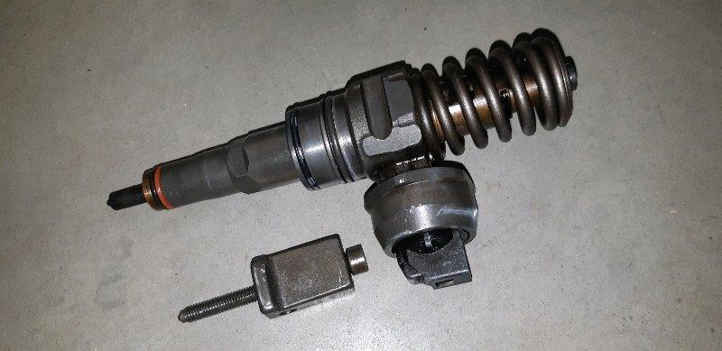 Форсунка топливная Volkswagen Passat B6 1.9 ДИЗЕЛЬ BXE 2007