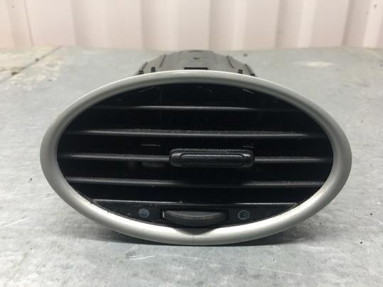 Дефлектор печки Ford Focus 2 ХЭТЧБЕК 5 ДВЕРЕЙ 1.6 БЕНЗИН 100 Л.С. 2009