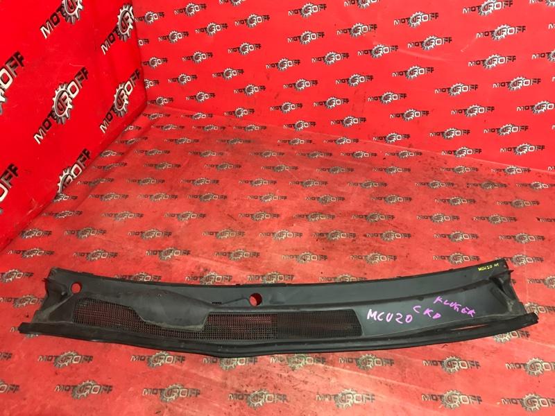 Решетка под лобовое стекло Toyota Kluger V MCU20W 1MZ-FE 2000 (б/у)