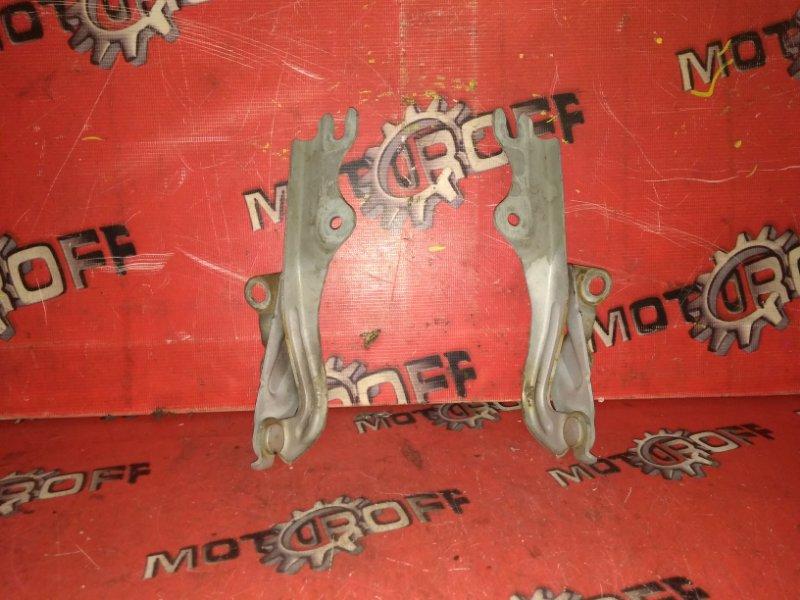 Кронштейн капота Mazda Mpv LW3W L3-DE 1999 (б/у)