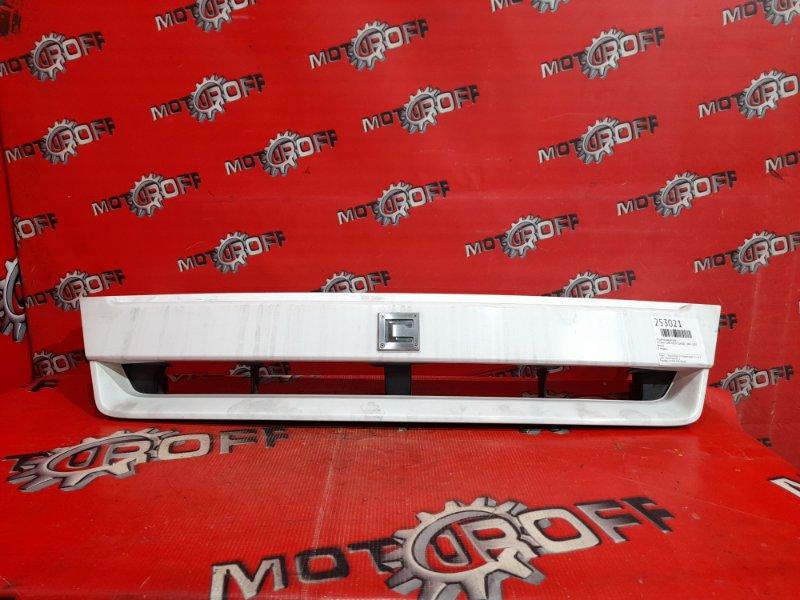Решетка радиатора Nissan Cube AZ10 CGA3DE 2000 (б/у)