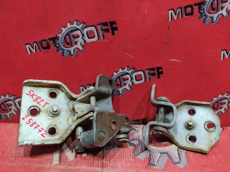 Петля двери Mazda Bongo SK82T F8 1999 передняя правая (б/у)