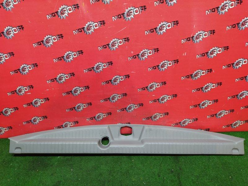 Накладка багажника Nissan Serena PC24 SR20DE 1999 задняя (б/у)