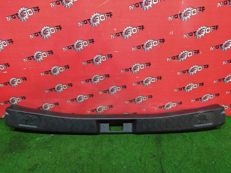 Накладка багажника Nissan Cube Z10 CG13DE 1998 задняя (б/у)
