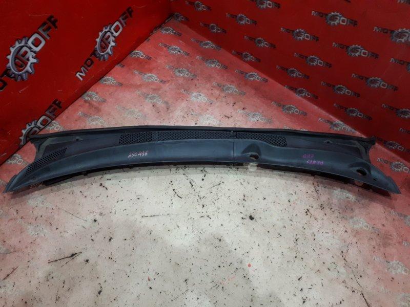 Решетка под лобовое стекло Toyota Platz SCP11 1SZ-FE 1999 (б/у)