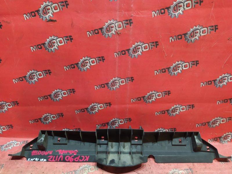 Накладка на решетку радиатора Toyota Vitz KSP90 1KR-FE 2005 (б/у)