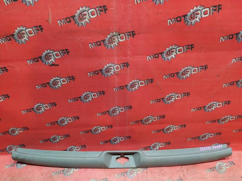 Накладка багажника Toyota Voxy AZR60G 1AZ-FSE 2001 (б/у)